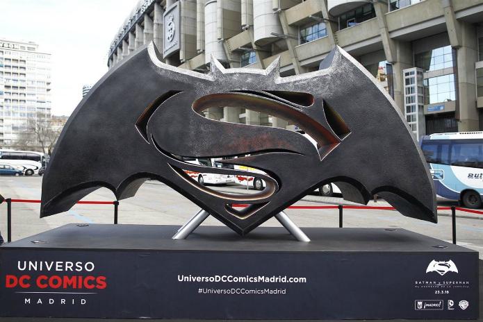 exposicion super heroes calles madrid